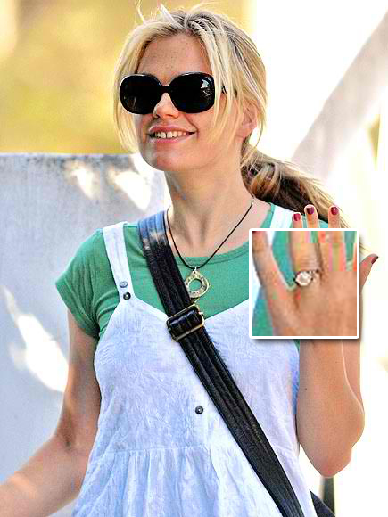 http://www.buymearock.com/2012/06/08/anna-paquin-engagement-ring-2/anna-paquin-2/